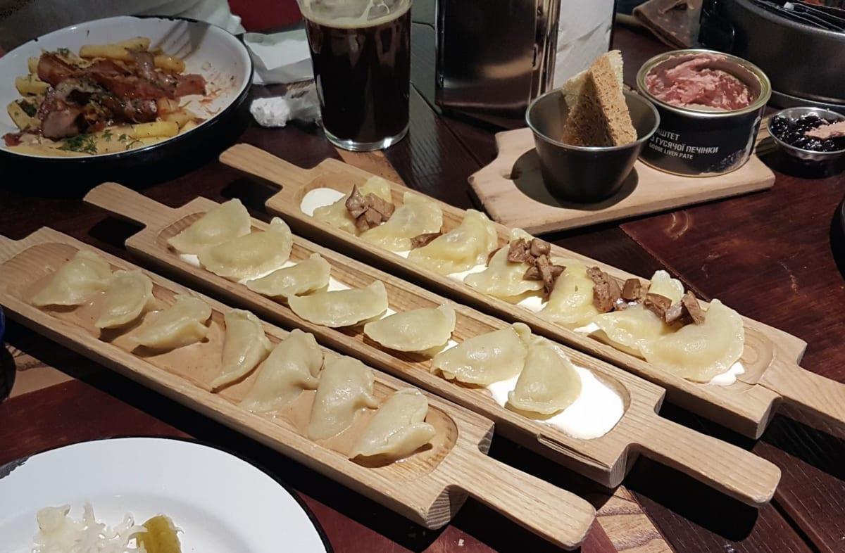 """ורניקי ופטה כבד אווז במסעדת """"אוסטנייה בריקדה"""" המומלצת ביותר בקייב"""