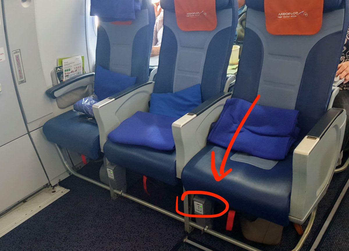 מיקומם של שקעי החשמל להטענת פלאפון ולפטופ במטוס
