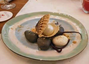 """קינוח בצורת צדפות דמוי פירות ים במסעדת """"Ryba Moya"""""""