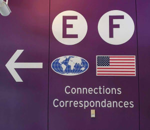 שלטי הכוונה לקונקשן בטיסות אייר קנדה
