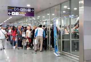 תור לנוסעים במעבר (קונקשן) בשדה התעופה בוריספיל בקייב