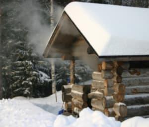 סאונת עשן פינית בחורף בטבע