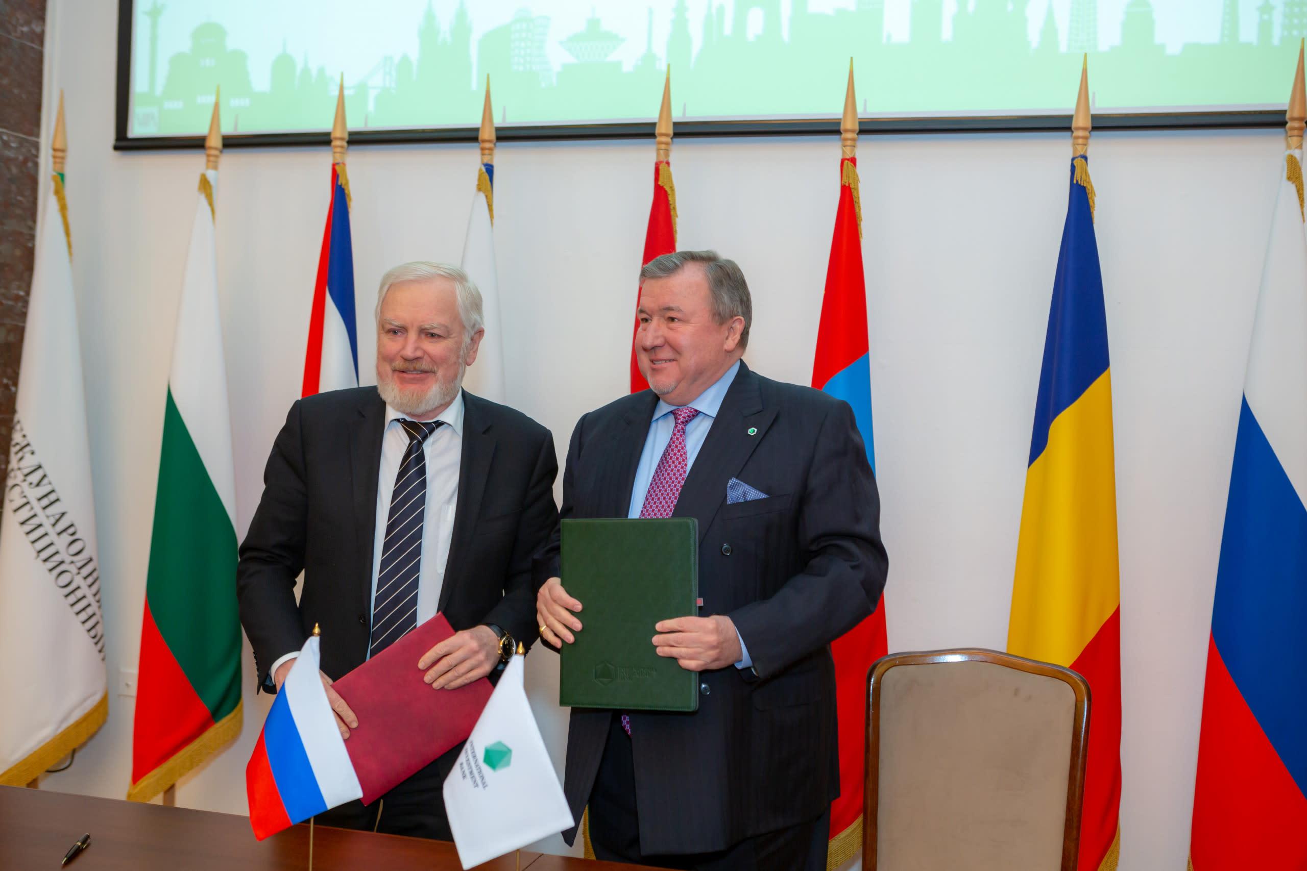 Подписано Соглашение МИБ с Правительством РФ об условиях местопребывания института на территории России, в рамках церемонии прошёл круглый стол о роли институтов развития на современном этапе