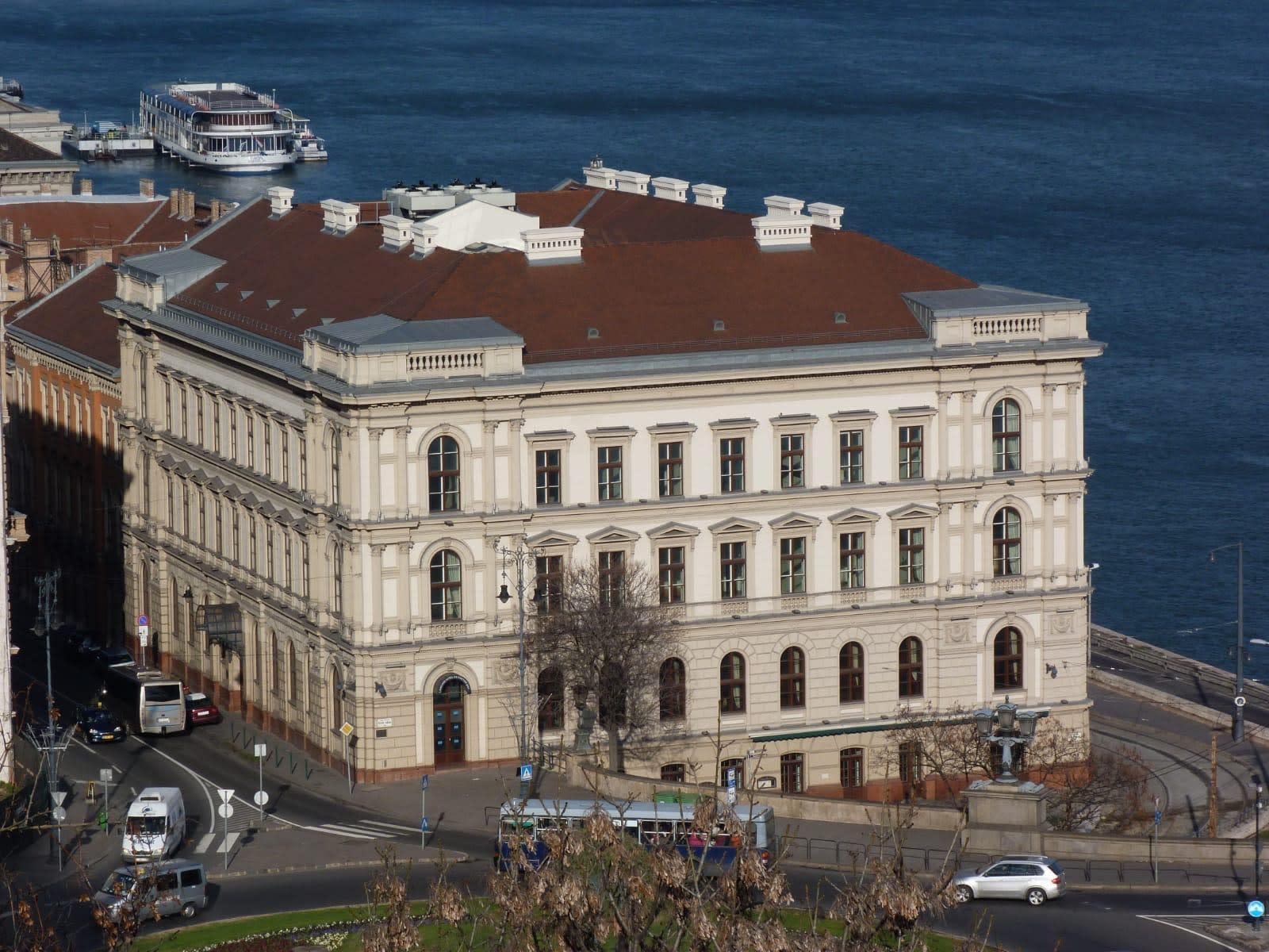 МИБ заключил соглашение о приобретении исторического здания Lánchíd Palota для размещения своей штаб квартиры в Будапеште