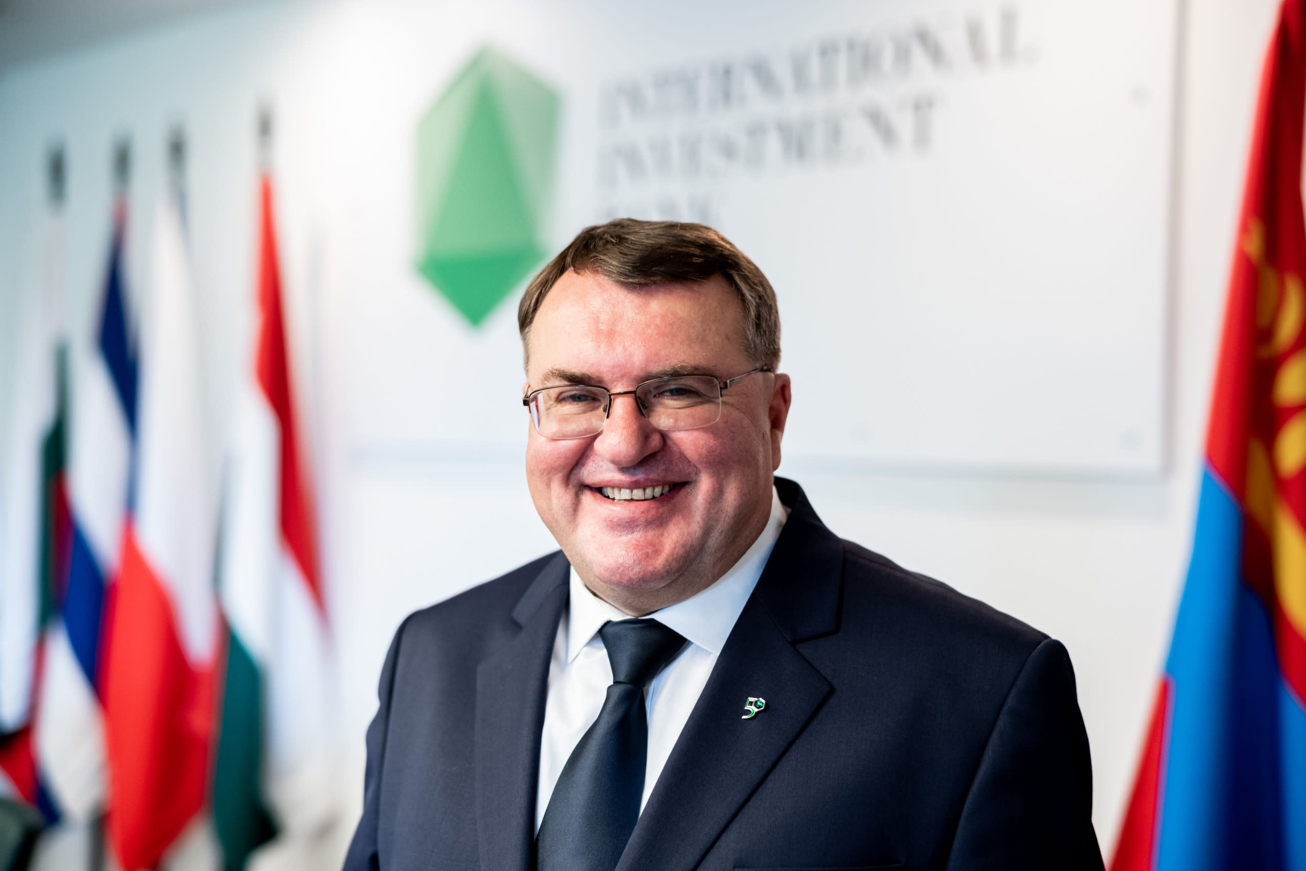 Deputy Chairperson Imre Laszlóczki spoke to  KarcFM: new permanent IIB Headquarters in Budapest, post-COVID economic recovery prospectives and other key issues.