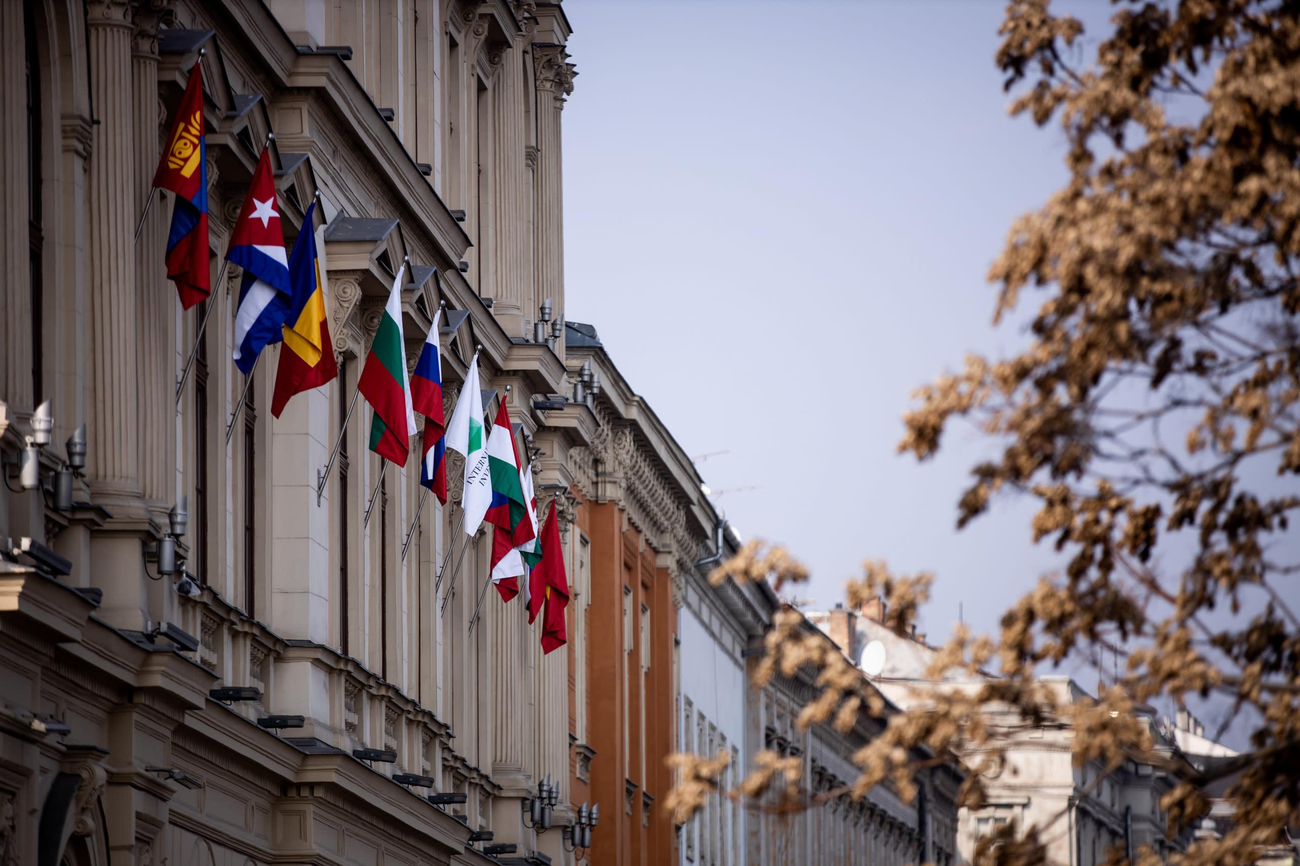 МИБ развивает диалог на болгарском направлении:  новый глава дипломатической миссии в Венгрии посетил  Штаб-квартиру Банка в Будапеште