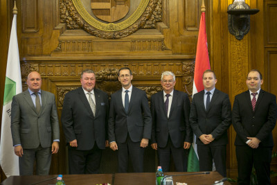 IIB is developing the Hungarian dialogue