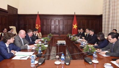 Governor Le Minh Hung meets IIB Chairman