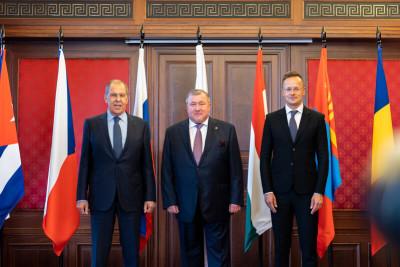 Министр иностранных дел Российской Федерации Сергей Лавров и министр иностранных дел и торговли Венгрии Петер Сийярто посетили штаб-квартиру МИБ в Будапеште