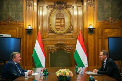 IIB and Hungary continue a fruitful dialogue