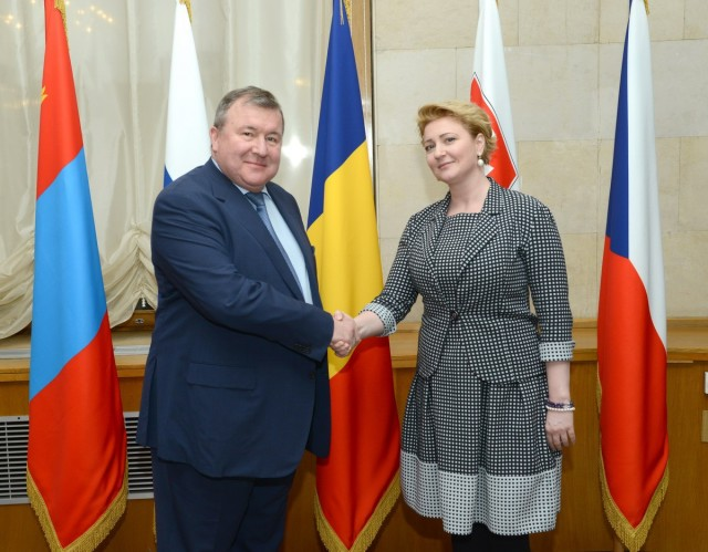IIB develops dialogue with Slovakia