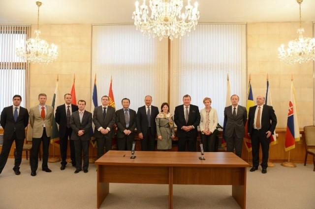 Signing an Agreement on strategic partnership with Vnesheconombank