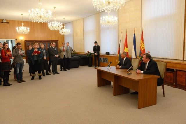 Signing an Agreement on strategic partnership with Vnesheconombank