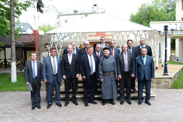IIB strengthens its ties with shareholders during the traditional lunch of member states' ambassadors