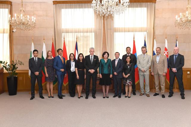 Делегация Государственного Банка Вьетнама посетила Штаб-Квартиру Международного инвестиционного банка