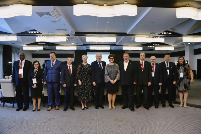 Курс на сближение: акционеры МИБ и МБЭС обсудили будущее банков