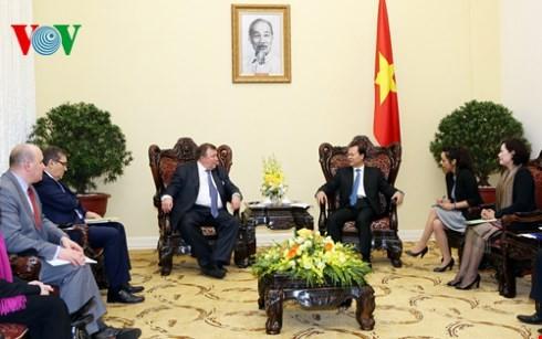 Phó Thủ tướng Vũ Văn Ninh tiếp Chủ tịch ngân hàng IIB của Nga