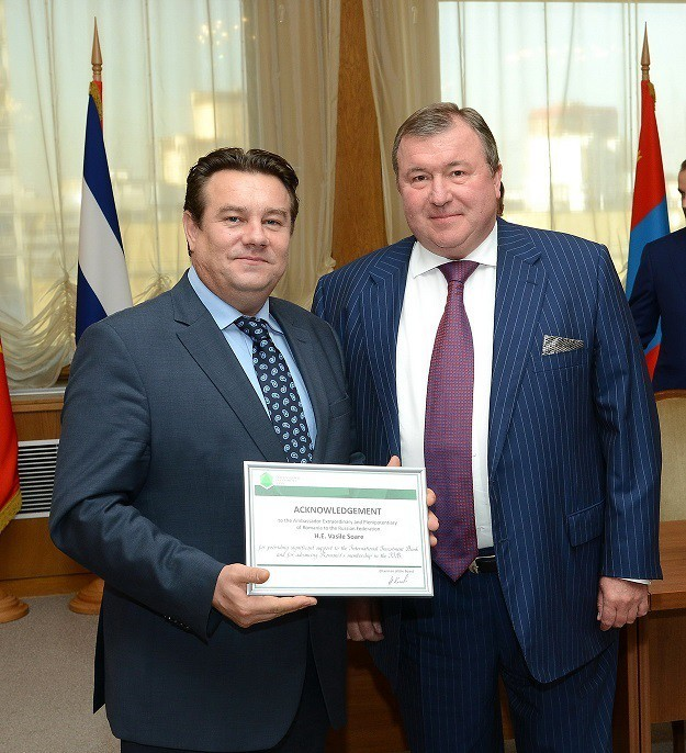 H.E. Vasile Soare receives acknowledgement from the Chairman of the IIB