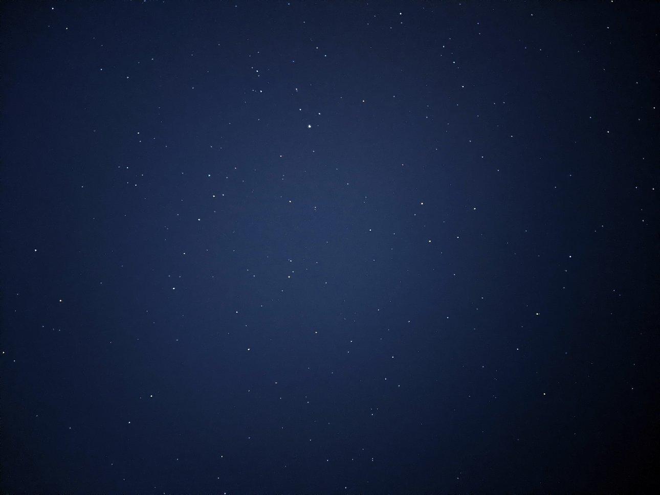加了滤镜的星空照片