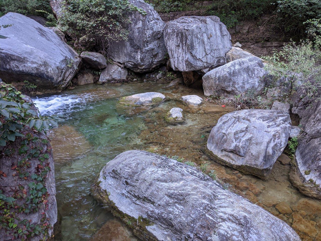 潭瀑峡游览途中