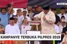 Aksi ngebrak meja podium Prabowo di Jogjakarta