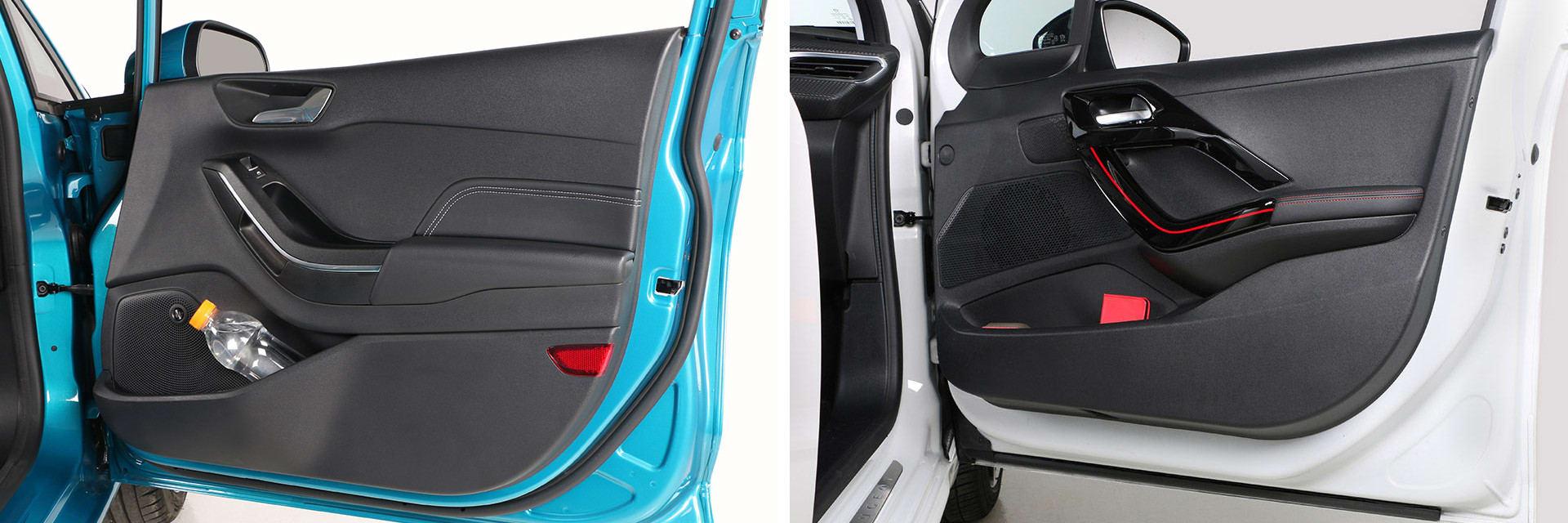 Los materiales que cubren el interior de la puerta del Peugeot 208 (derecha) son de peor calidad que los del Ford Fiesta (izquierda).