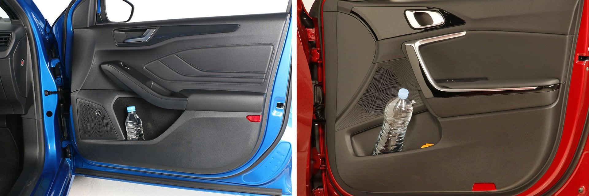 Las puertas delanteras de ambos coches tienen bolsillos donde caben botellas de pequeño tamaño y algún objeto más.