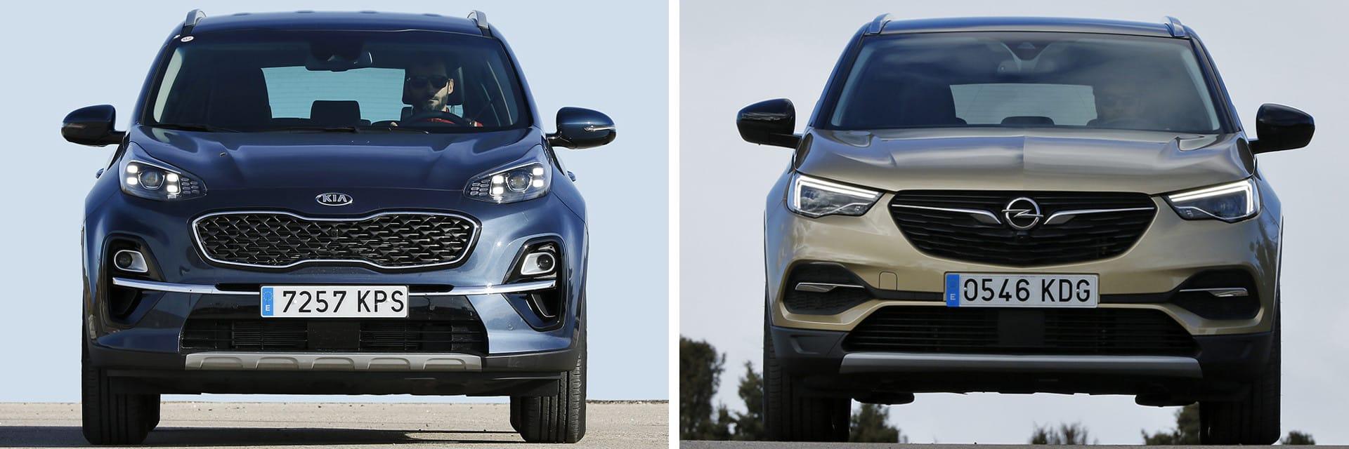 La gama del KIA Sportage (izq.) cuenta con variantes de tracción 4x4, mientras que el Opel Grandland X (dcha.) no.