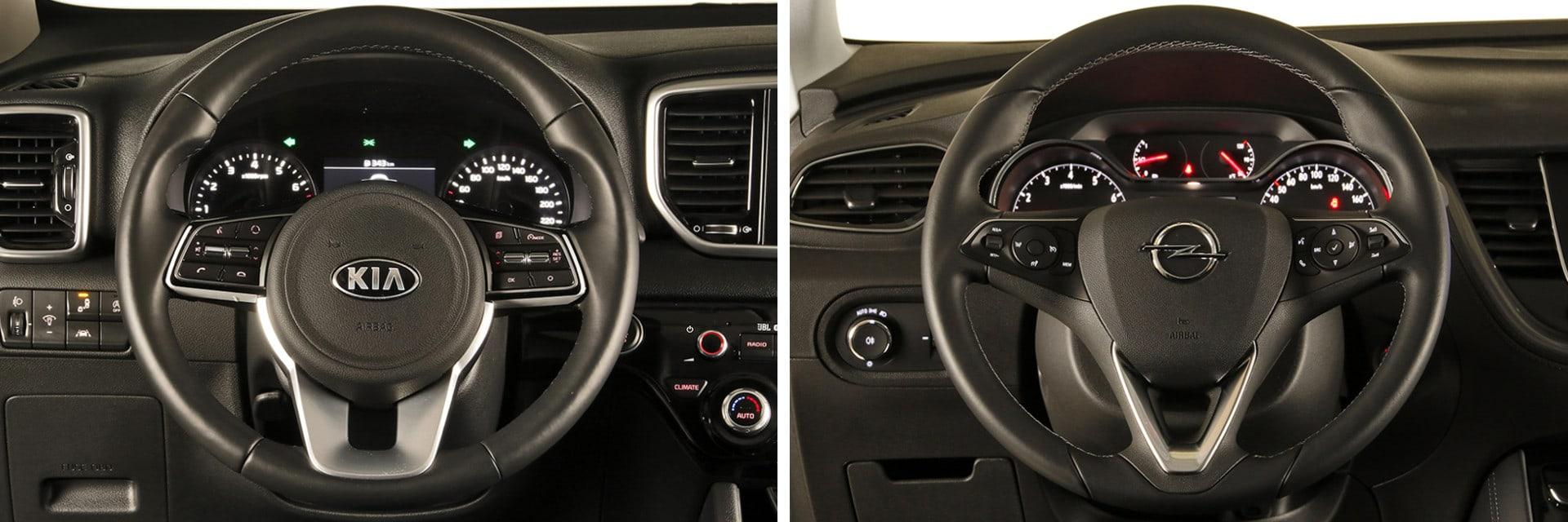 Ambos volantes llevan incorporados mandos para manejar, entre otras cosas, el equipo de sonido.