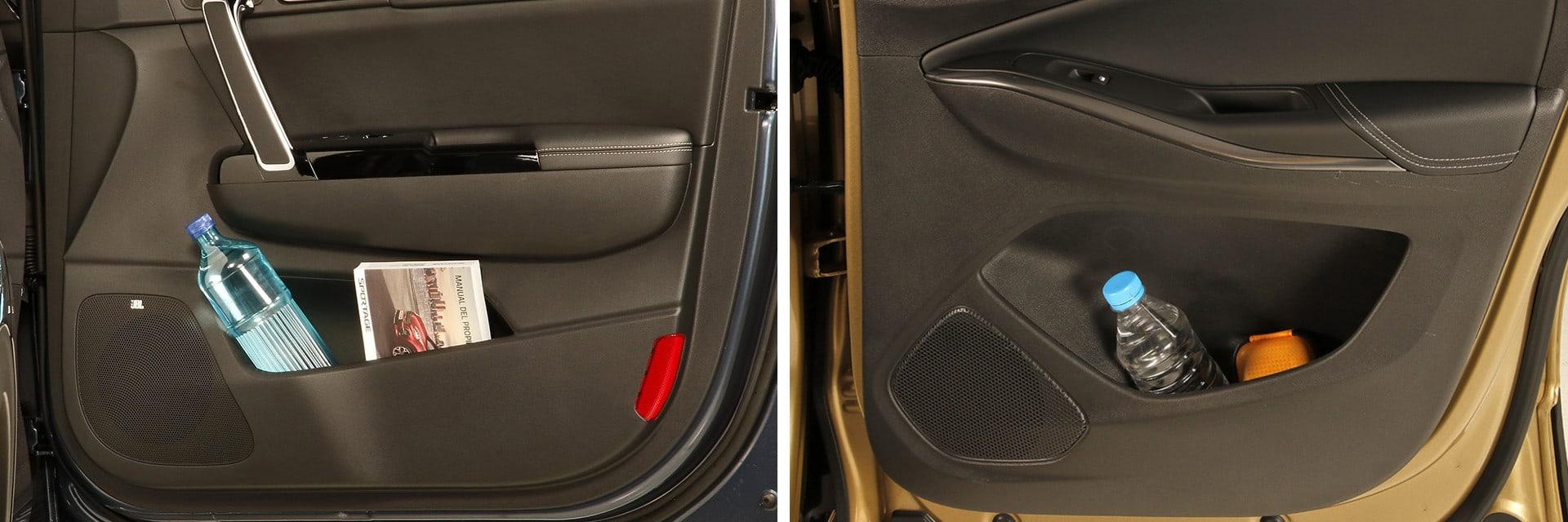 Las puertas, tanto del Sportage (izq.) como del Grandland X (dcha.), cuentan con suficiente espacio para guardar una botella de agua pequeña y algún objeto más.