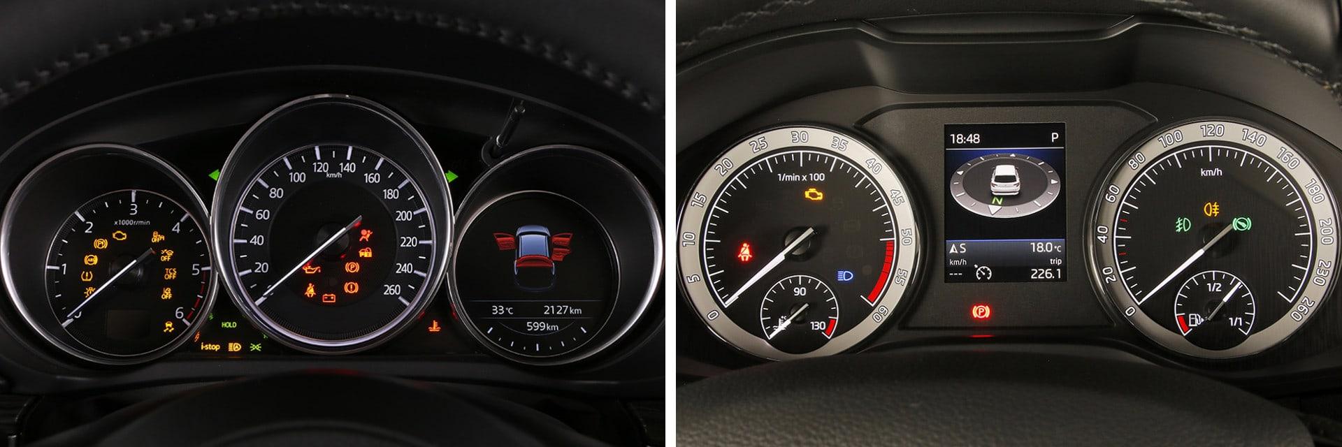 Ambos modelos -el Mazda a la izquierda y el Skoda a la derecha- tienen una instrumentación digital muy completa.