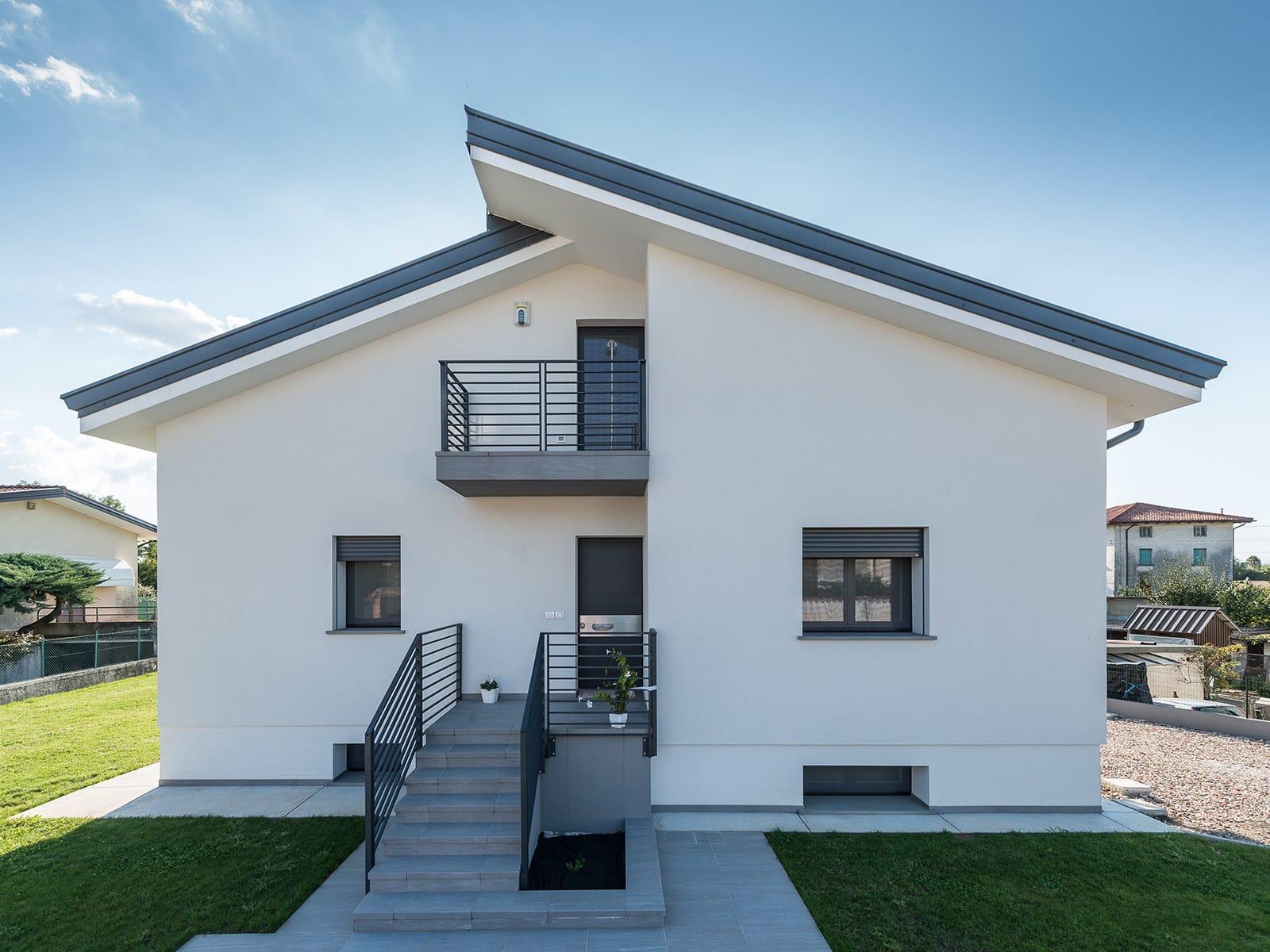 Ristrutturazione edificio e nuova costruzione autorimessa