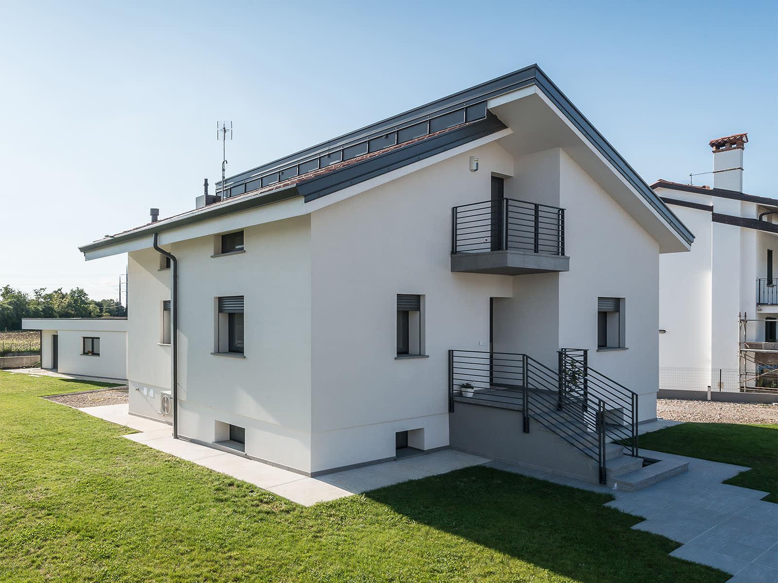 serramenti in triplo vetro e nuovi impianti per il risparmio energetico