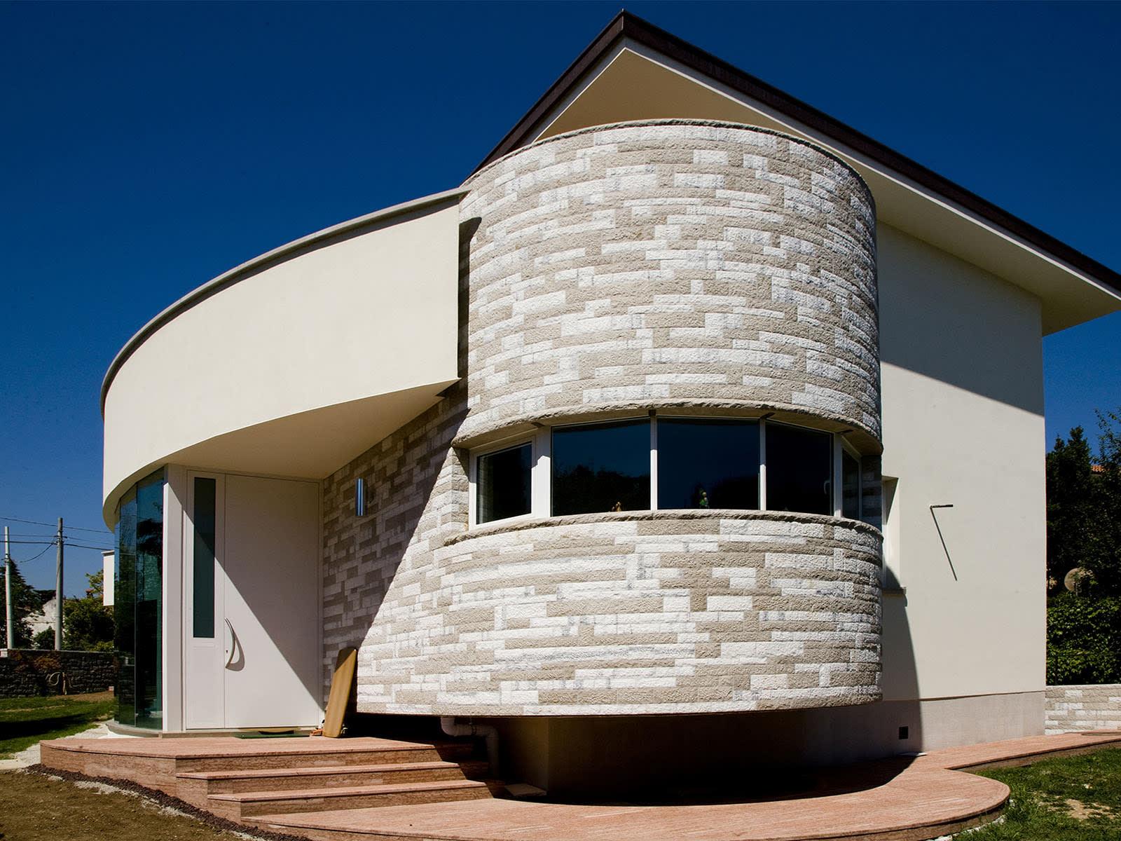 Dettagli costruttivi di una villa costruita sul mare
