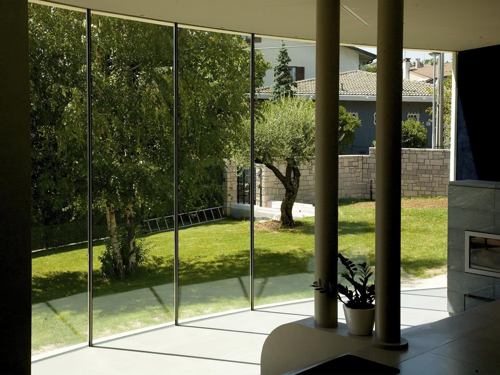 ampie vetrate per godere della luce e del paesaggio