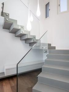 scale moderne con corrimano in vetro