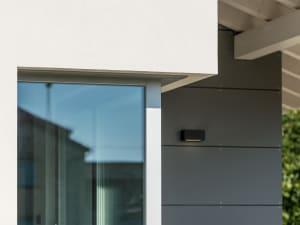 Ingresso di una casa moderna costruita dall'impresa Rossi F.lli