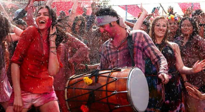 Photo Gallery: This is How Your Bollywood Celebrities Have Celebrated their Holi in Past Few Years