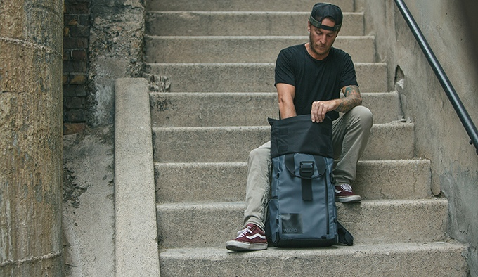 The roll top not only makes the bag expandable, but gives you quick access to your gear without opening the clamshell