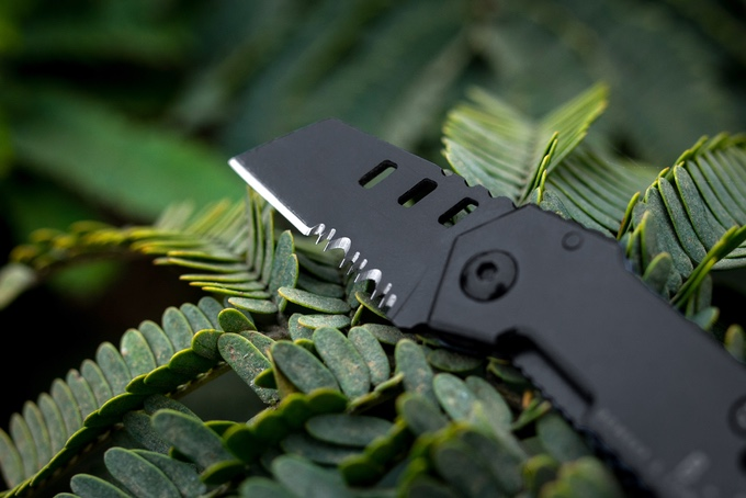 "The B-2 Nano Blade cuts using the ""Great American Tooth"" pattern. Wood or other tough materials can be sawed and raked."