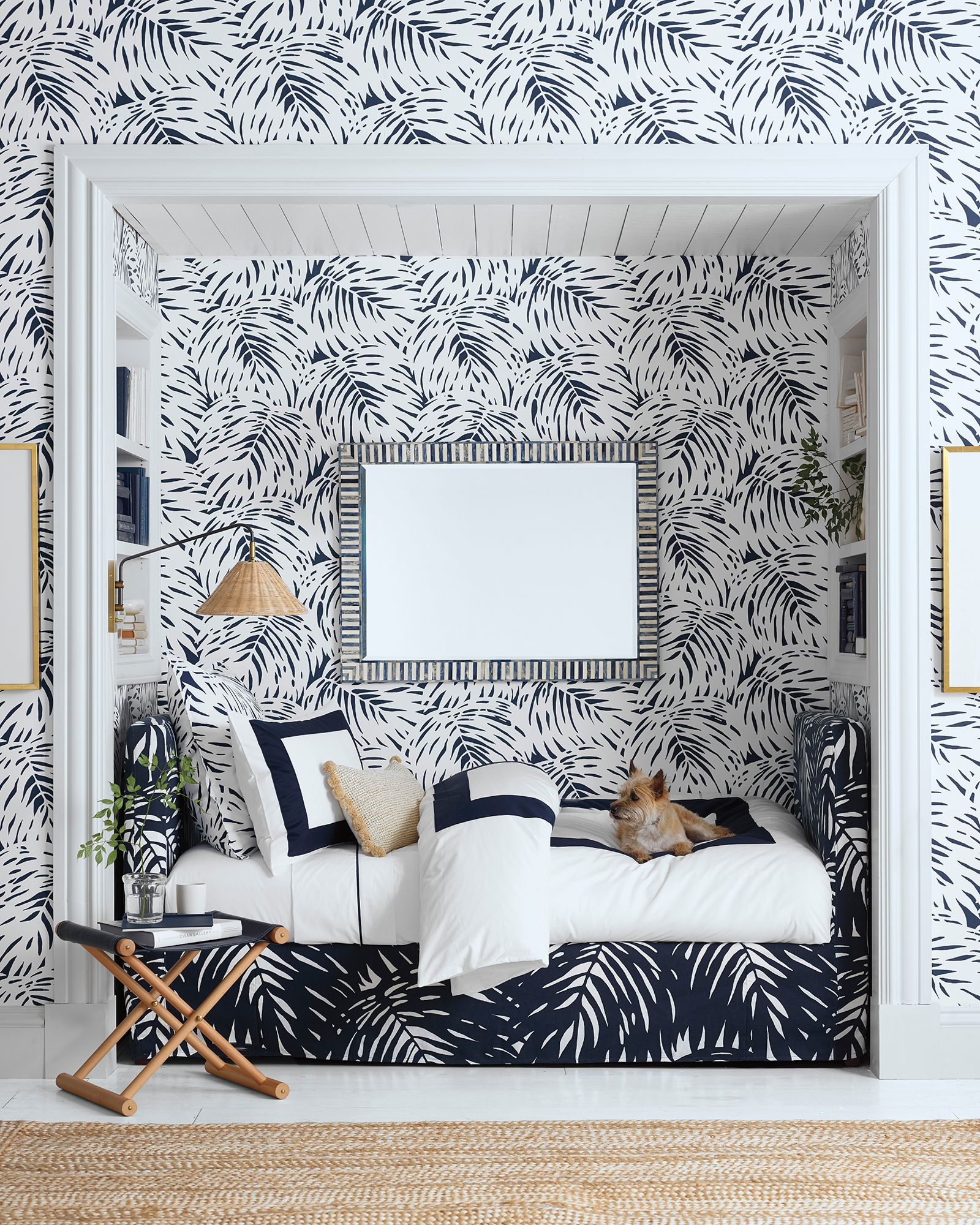 Patterned wallpaper is a fail-safe move | Source: serenanadlily.com