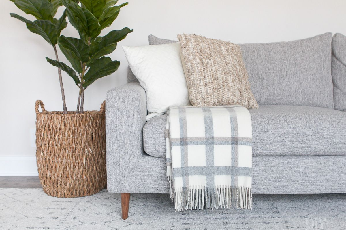 Throw blanket and pillows for extra comfort | Source: thediyplaybook.com