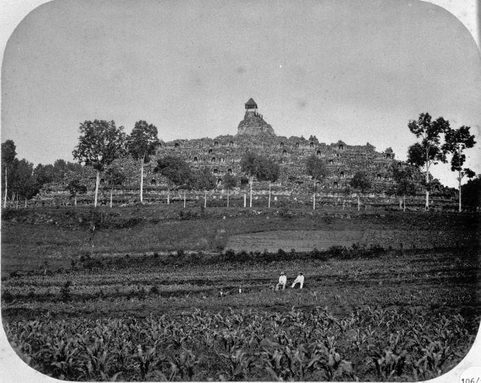 Borobudur temple circa 1866 | Source: wikimedia.org