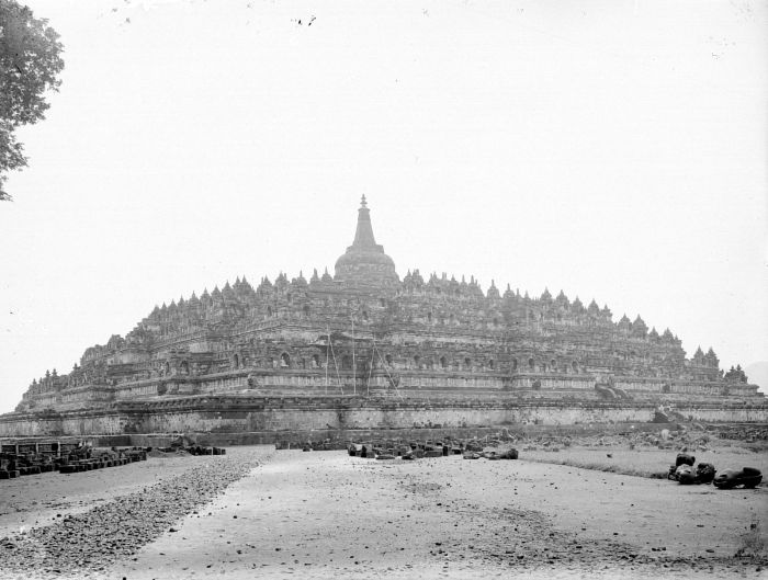 Borobudur after restoration by Dutch East Indies government in 1911 | Source: wikimedia.org