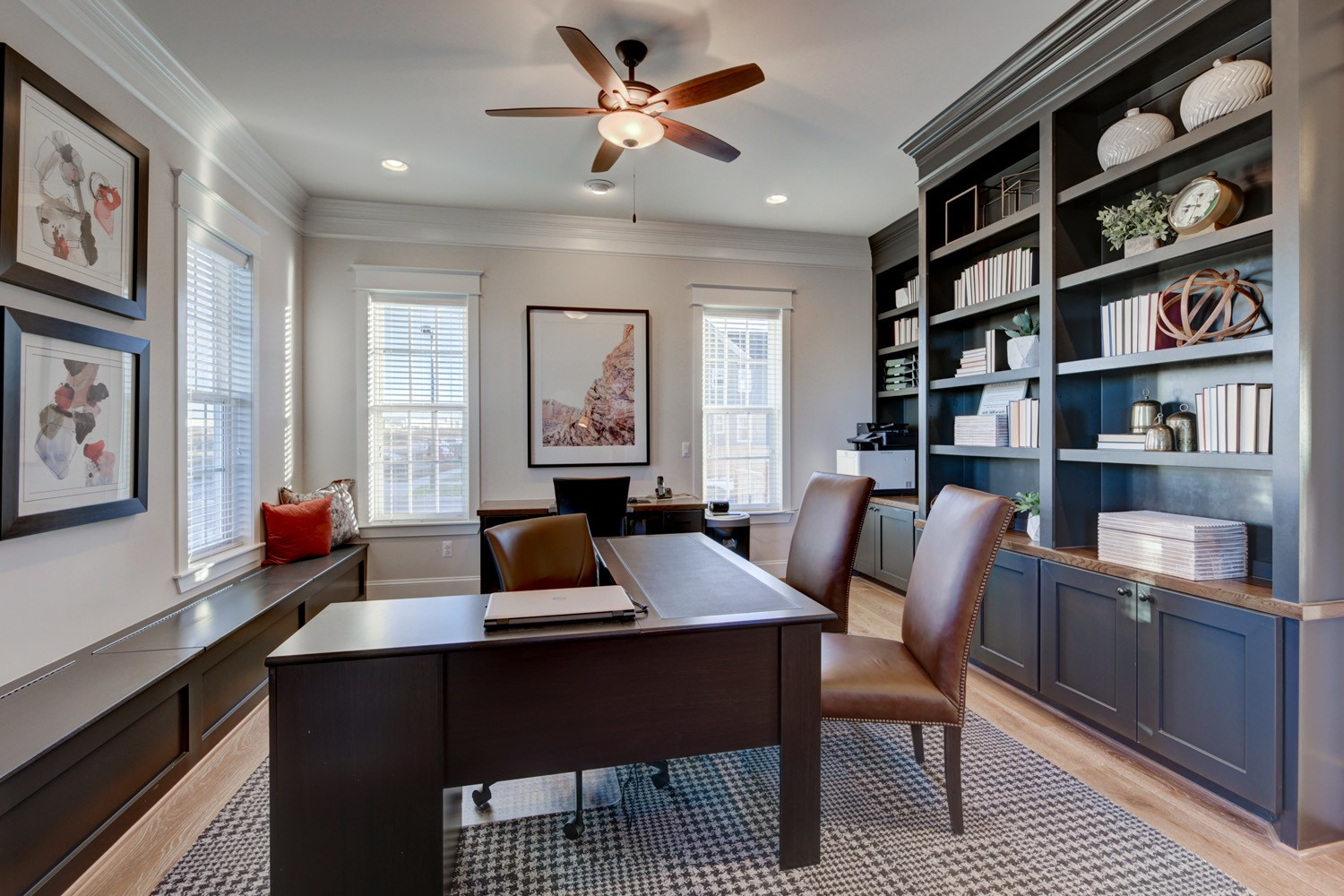 Home office with thoughtful furniture | Source: litadirks.com