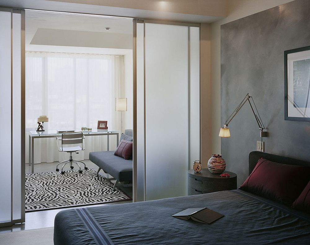 Bedroom and office separated by translucent door | Source: decoist.com