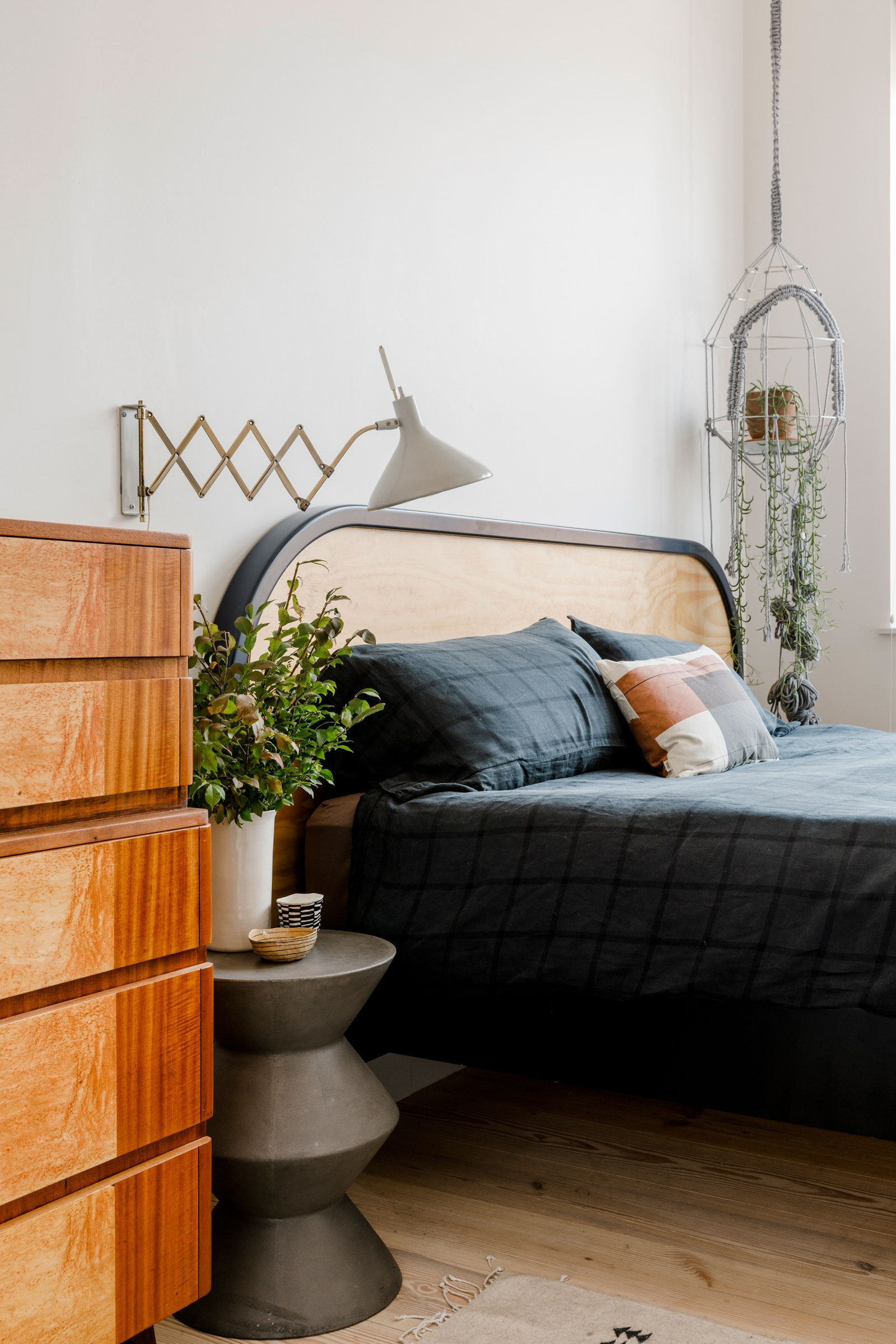 Mounted lamp for small bedroom | Source: architecturaldigest.com