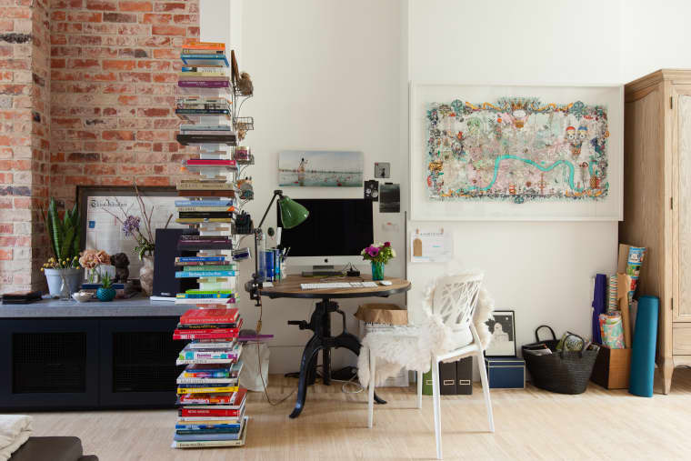 Bookshelf can be used as room divider | Source: apartmenttherapy.com