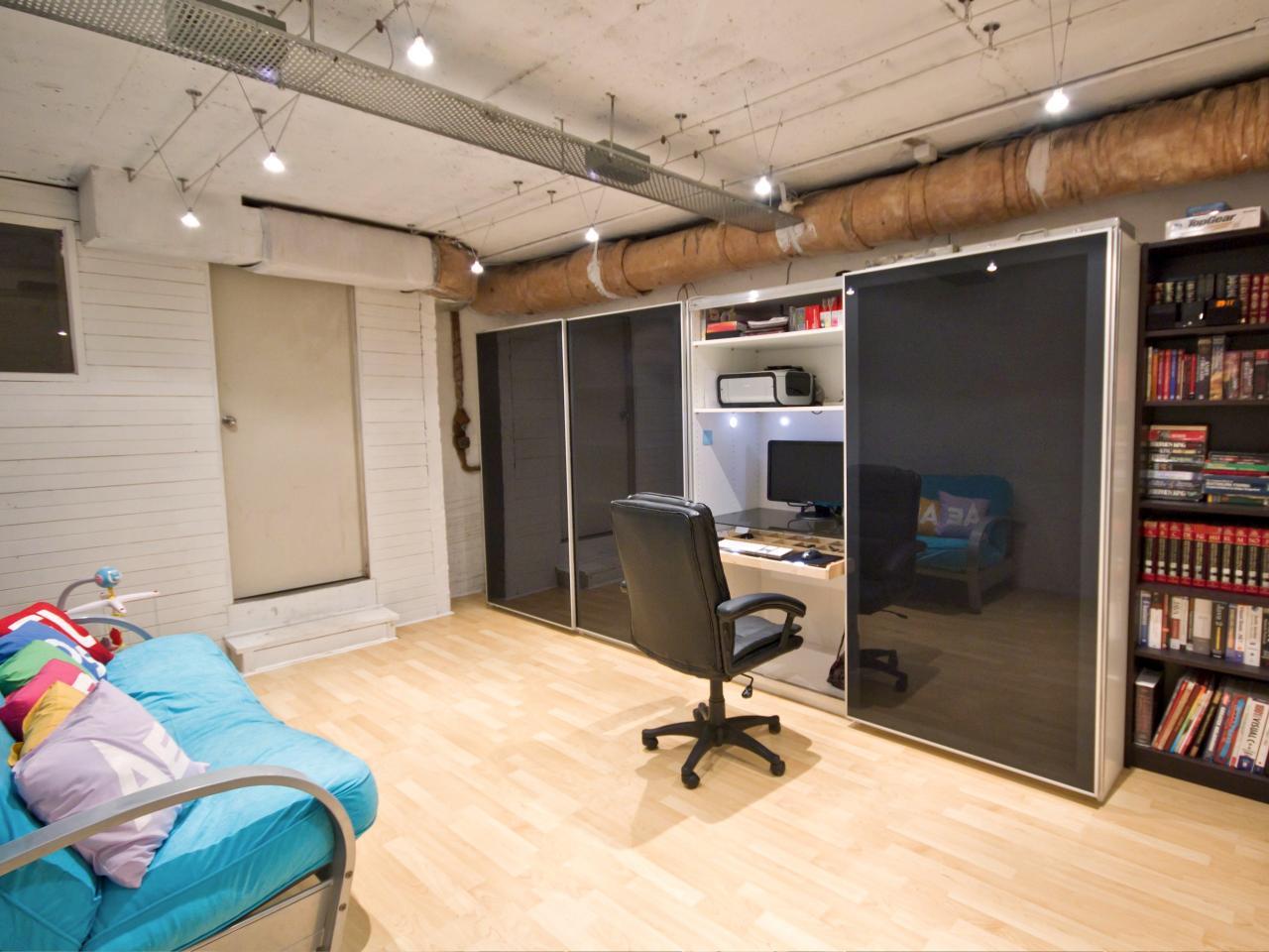 Closet office space | Source: decoist.com