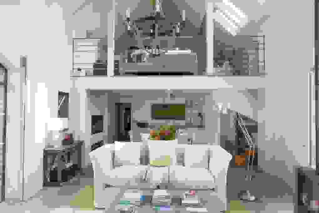 Mezzanine for sitting area | Source: houseandgarden.co.uk